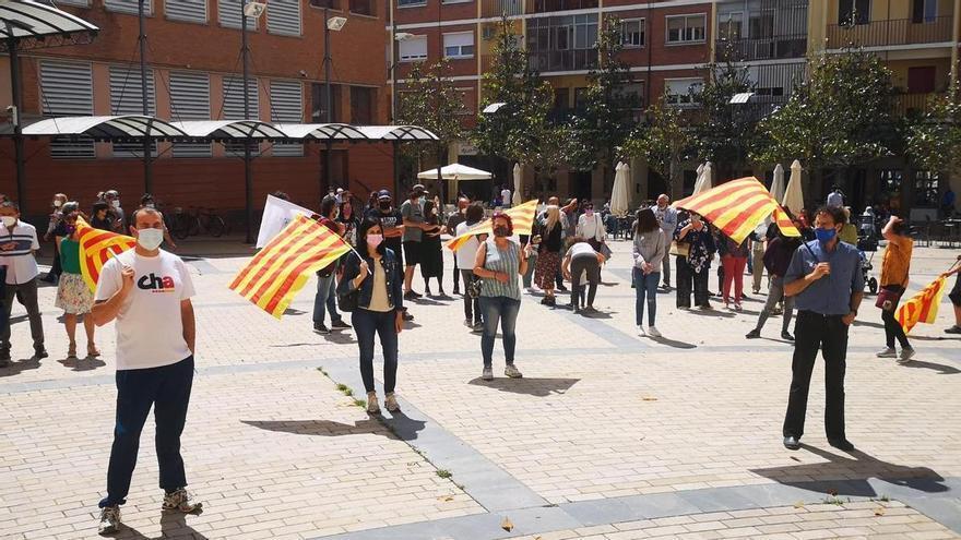 Una concentración pide en Ejea el fin del polígono de tiro de Bardenas