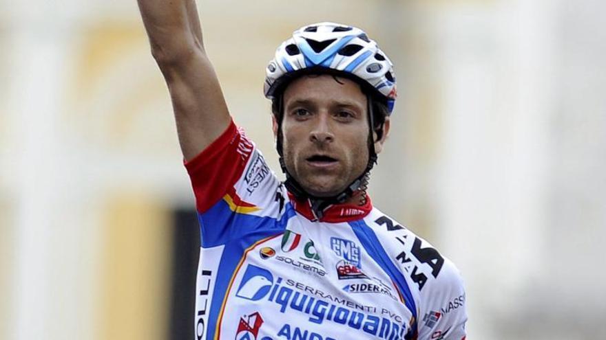 El Giro dedica la subida del Mortirolo a Michele Scarponi