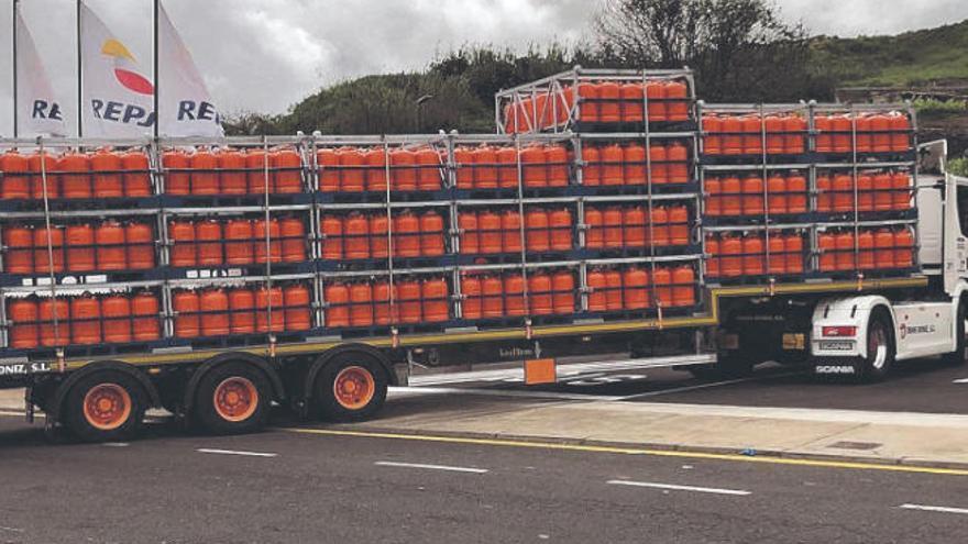 Repsol rompe el mercado del butano en Canarias un mes después de llegar