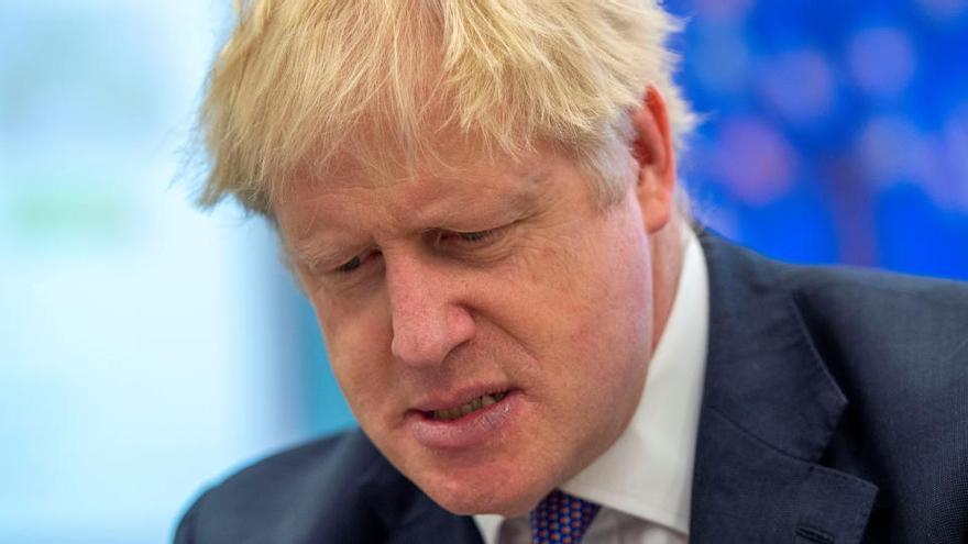 Boris Johnson estudia un confinamiento nacional