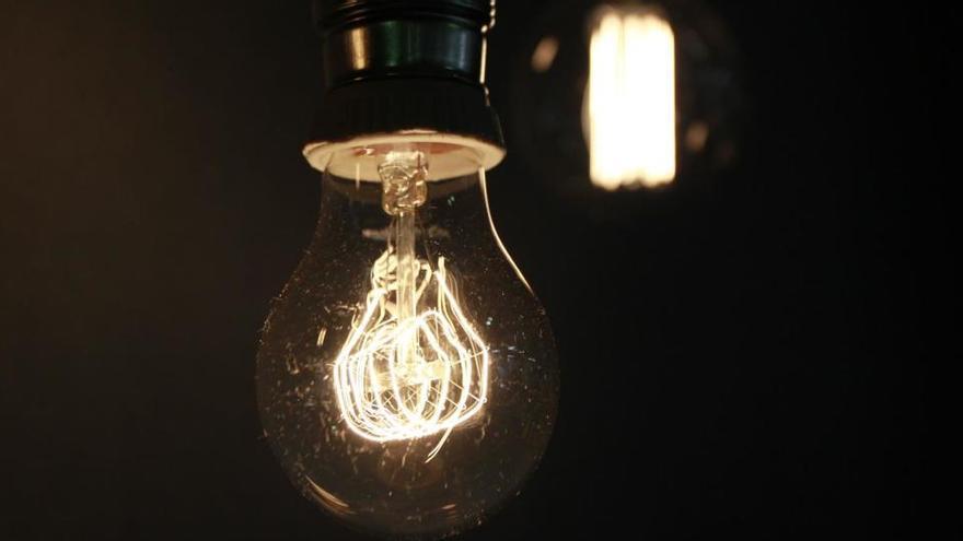 El precio de la electricidad volverá a subir este martes hasta los 84 euros por MWh