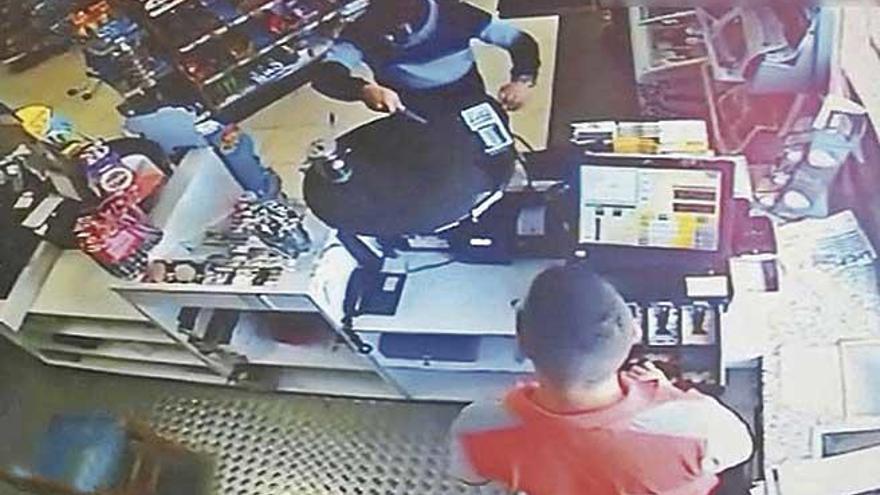 Prisión por tres atracos a mano armada en gasolineras de Cala Millor y Manacor