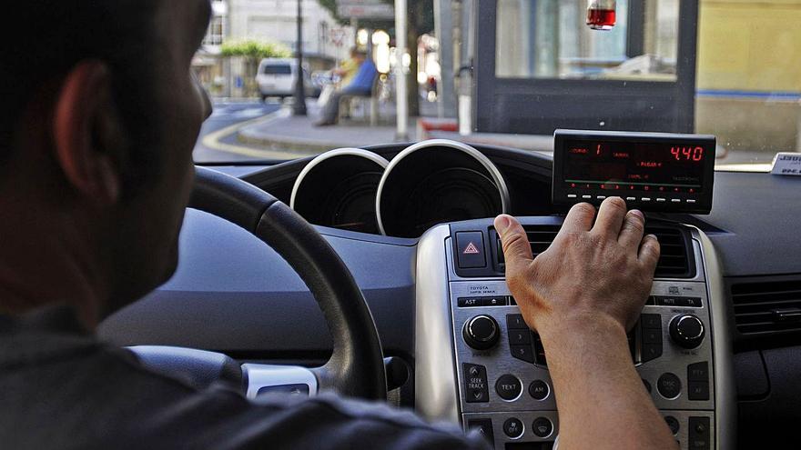 A Estrada prepara la primera ordenanza municipal para regular el servicio de taxis