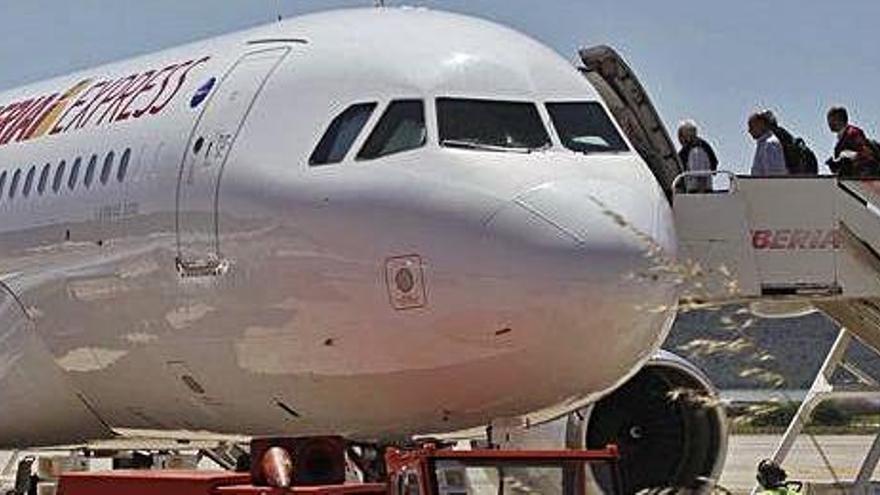 La 'low cost' de Iberia anuncia un vuelo diario de Ibiza a Madrid todo el año