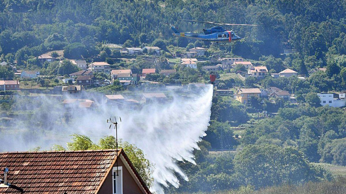 Incendio registrado esta semana en Pontevedra, cerca de viviendas.
