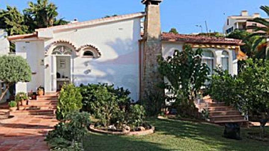 398.000 € Venta de casa en Caleta de Velez (Vélez-Málaga) 641 m2, 3 habitaciones, 2 baños, 621 €/m2...