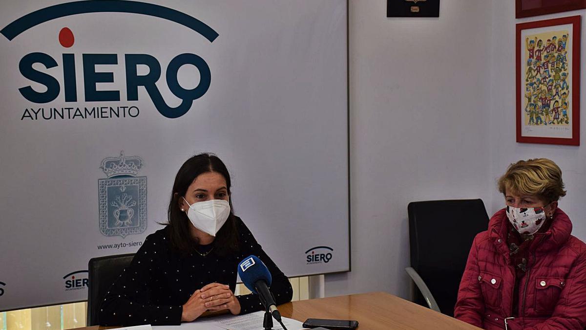 La edil de Desarrollo y Promoción Económica de Siero, Aida Nuño, en la presentación de la IV Semana del Comercio Local de Siero. | R. P. F.
