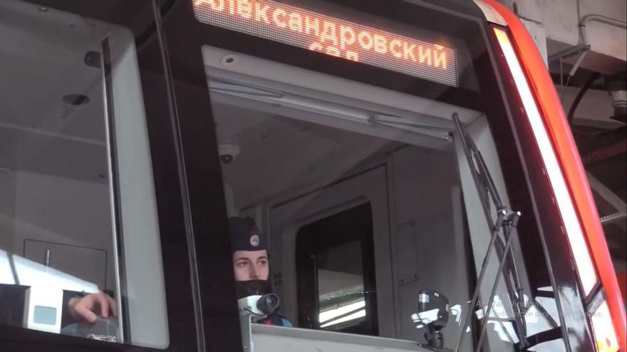 Las maquinistas vuelven al metro de Moscú