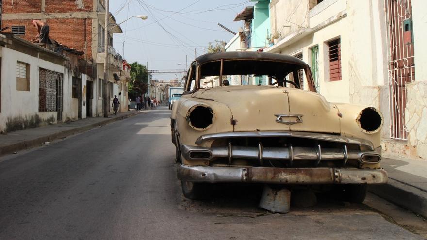 ¿Abandonar un coche en la calle tiene consecuencias?