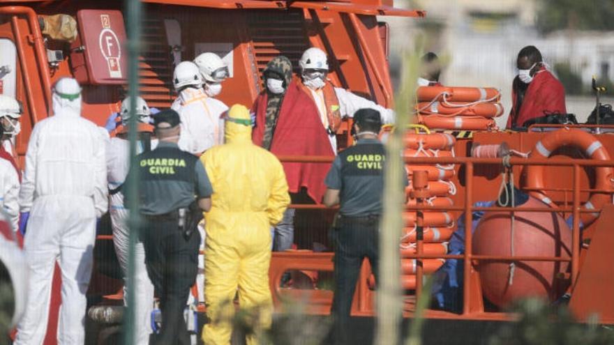 Marruecos detecta 37 casos de COVID entre migrantes con destino a Canarias