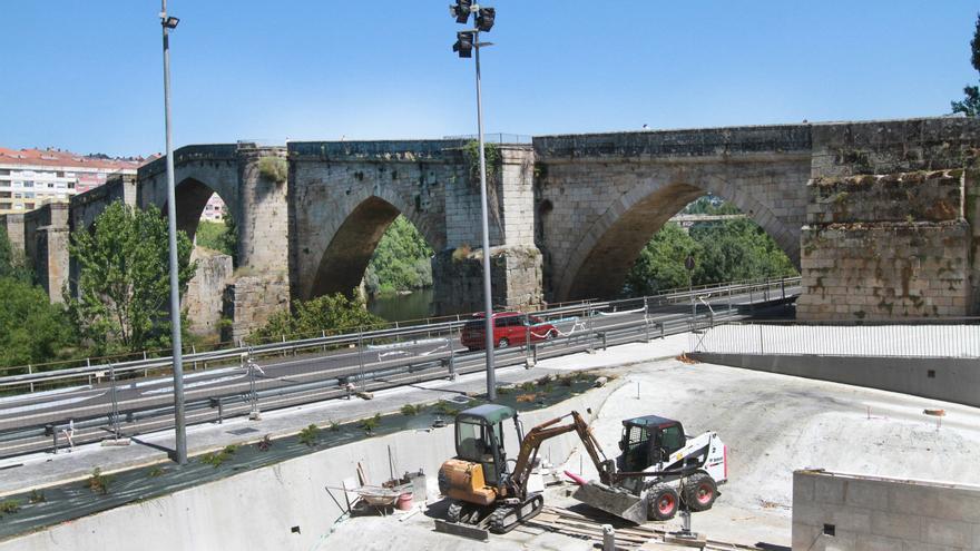 La reforma del entorno del Puente Viejo, al 62%, estará terminada en septiembre, salvo el 'pump track'