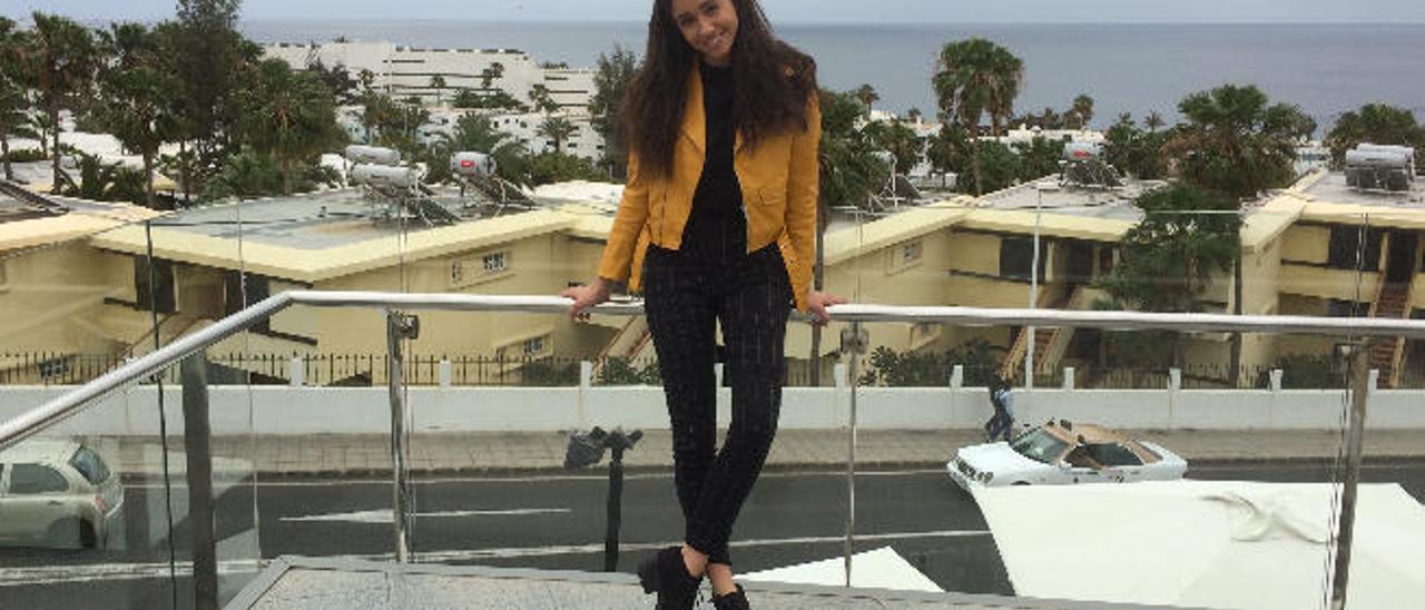 Eva Ruiz, ayer, en el centro comercial Biosfera Plaza, en Puerto del Carmen.