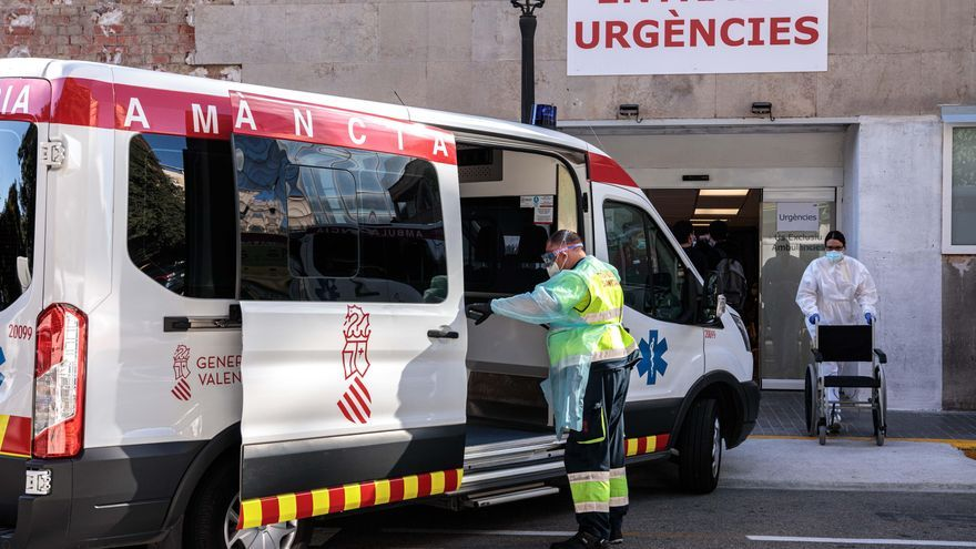 Sanidad notifica 40 muertes, 4.947 positivos y 4.338 personas hospitalizadas