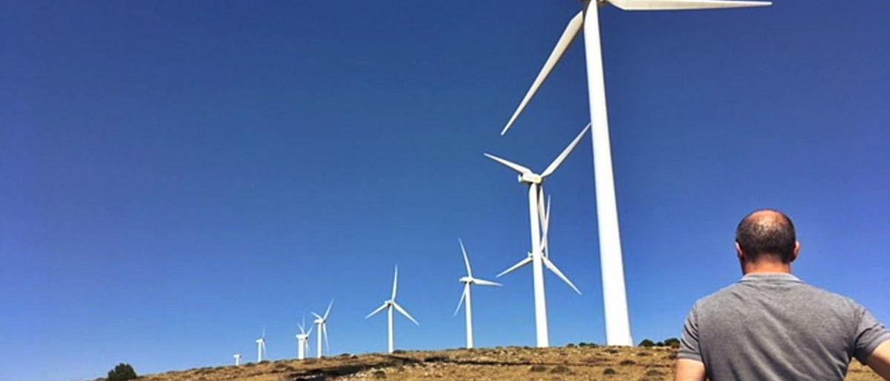 Aerogeneradores del parque eólico Mazorral y Rajola en El Toro.
