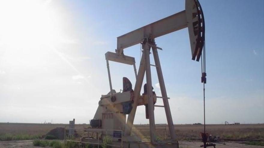 El petroli supera els 74 dòlars per barril, màxim anual, per la pressió dels EUA sobre Iran