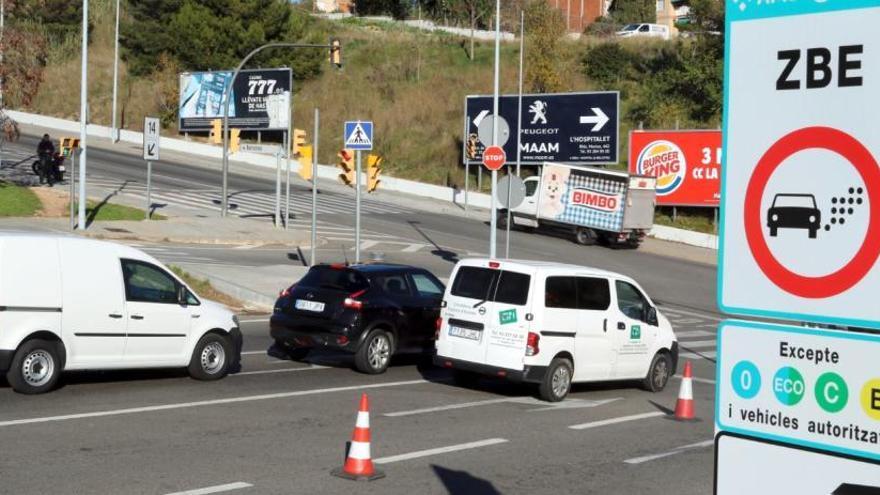Els vehicles amb etiqueta ambiental groga podran circular sense restriccions per Barcelona tot el 2022