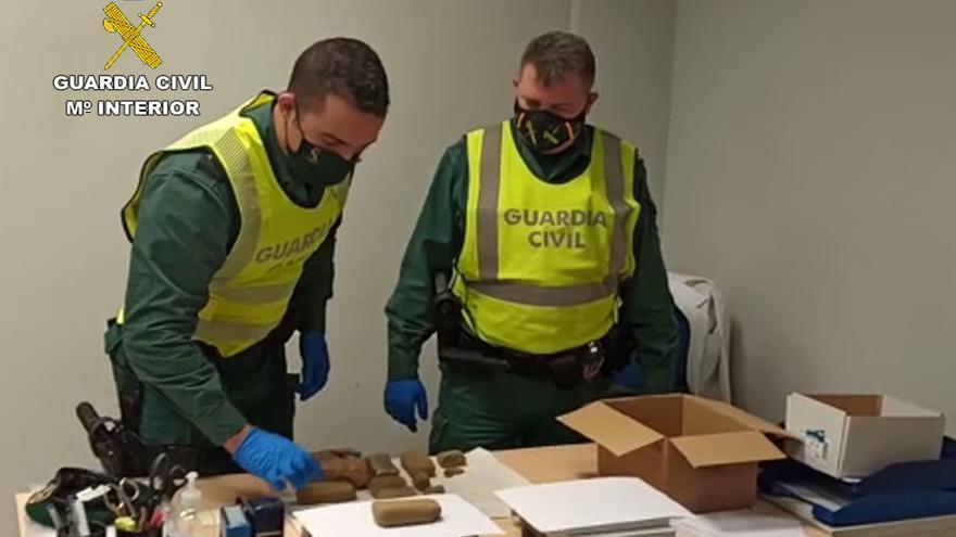Sorprendidos cuando transportaban tres kilos de hachís en El Esparragal
