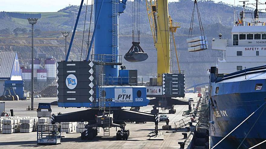El consejo de administración del Puerto aprueba el proyecto y el convenio del tren a punta Langosteira