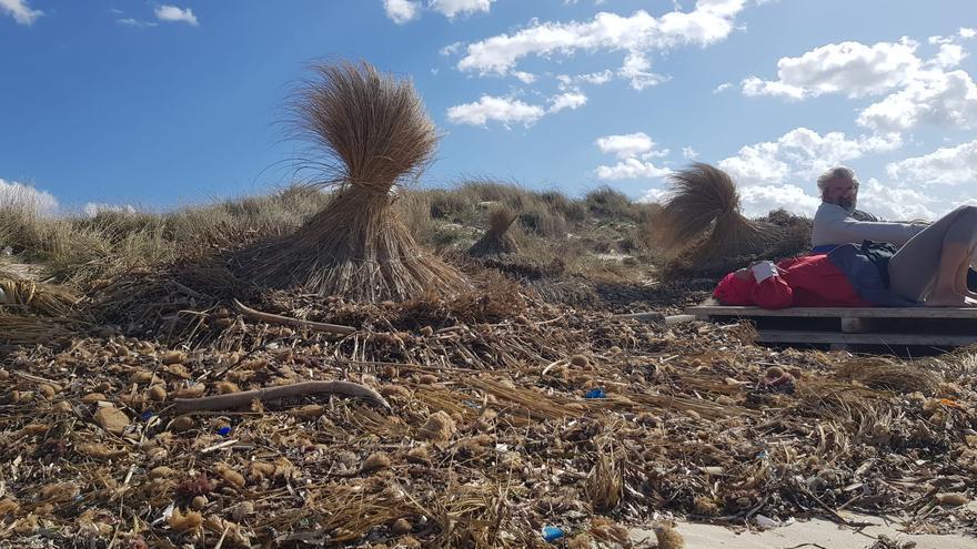 La borrasca Álex castiga la playa de sa Ràpita