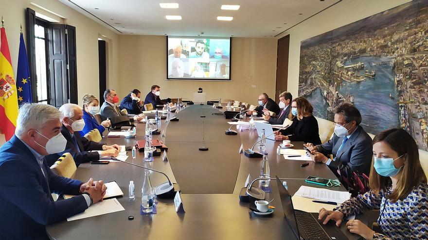 Valenciaport sigue con el plan de ampliación pese a la suspensión que propone la consellera Mollà