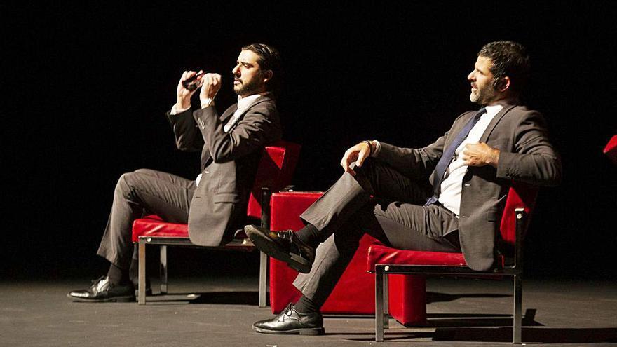"""Rodrigo Rato, """"retratado"""" en el escenario del Niemeyer"""