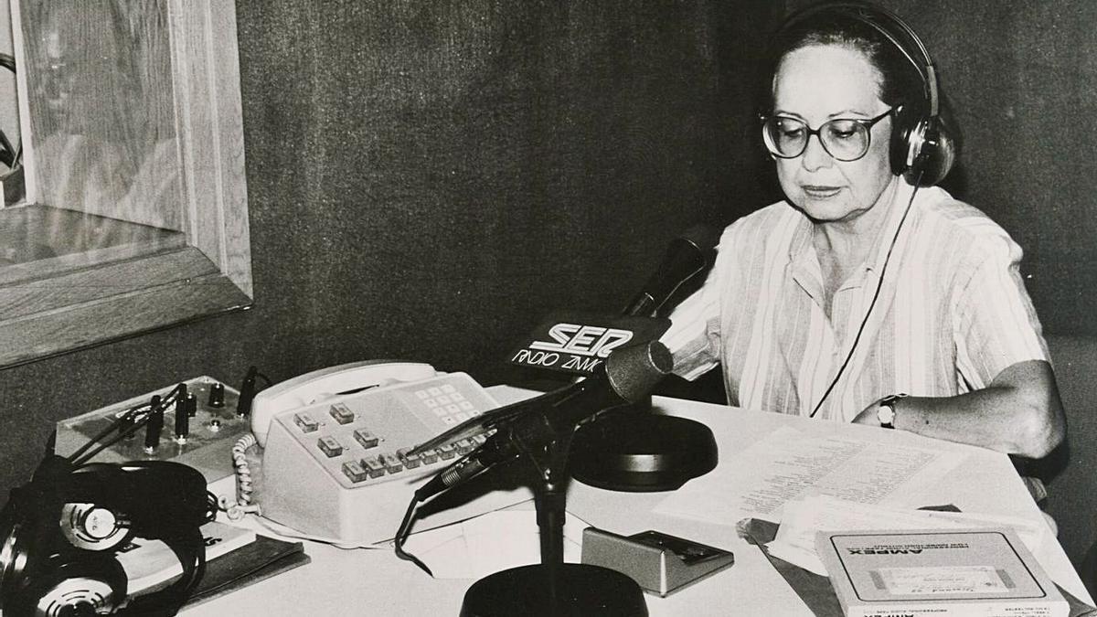 Charo Borrego en los estudios de Radio Zamora.