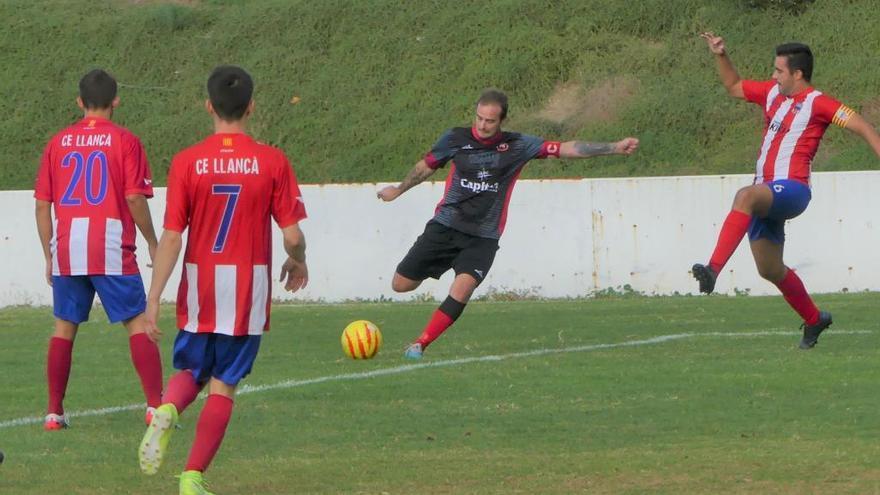 Robert Fernández salva un punt en el derbi a Llançà