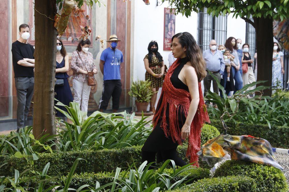 Performance de Begoña Castro en el Bellas Artes