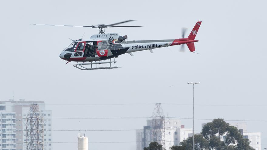 Una persona muere y cinco quedan heridas al caer un helicóptero militar en Brasil