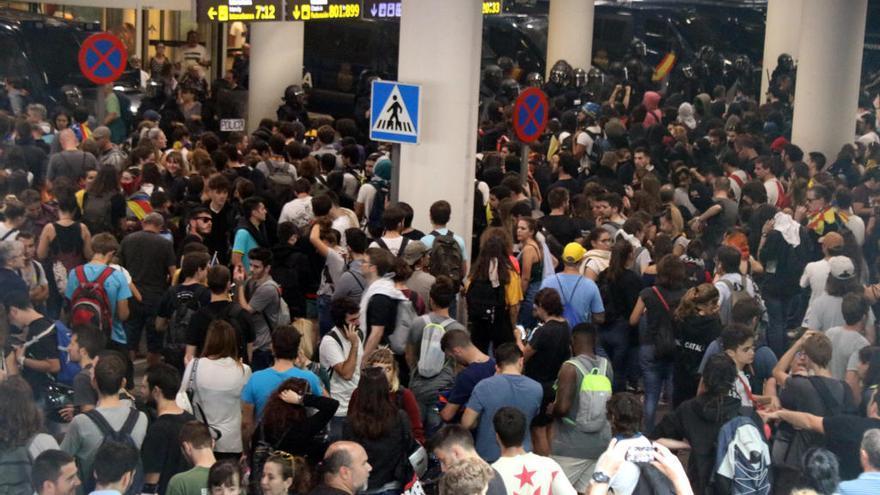 La protesta a l'aeroport del Prat obliga a cancel·lar una vintena de vols