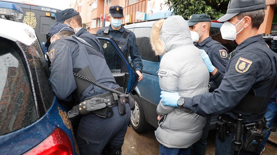Al menos tres detenidos en la espectacular operación policial contra el tráfico de drogas en los bloques de Fenosa de Travesía de Vigo