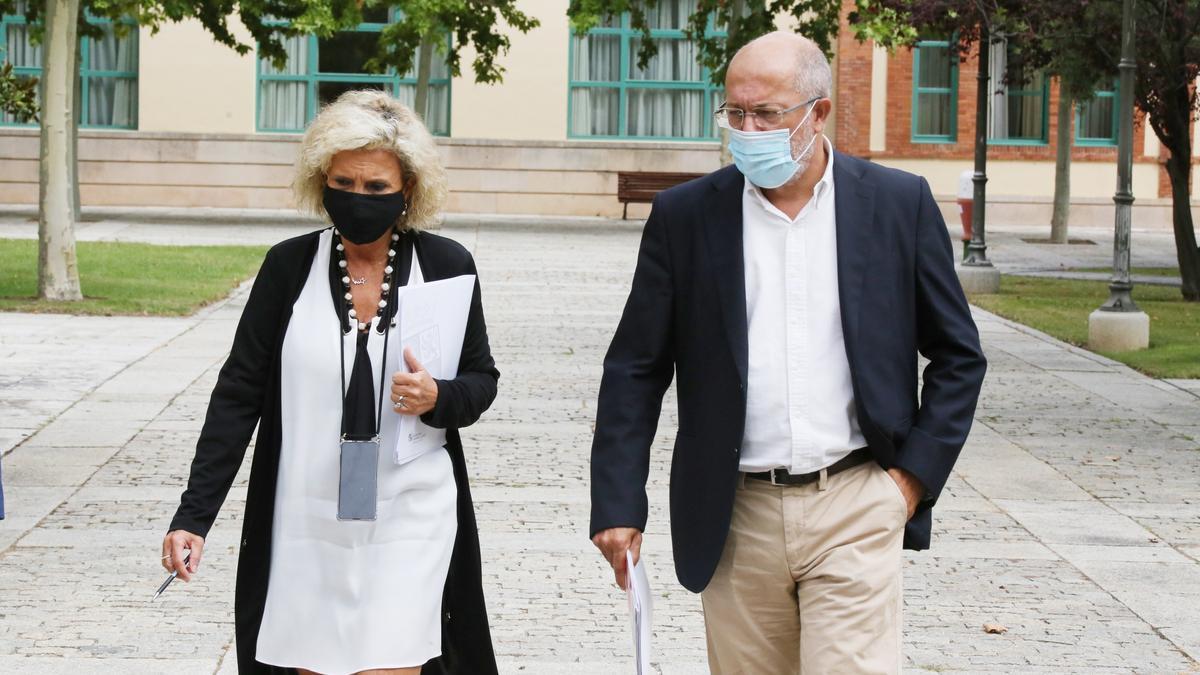 La consejera de Sanidad, Verónica Casado, y el vicepresidente de Castilla y León, Francisco Igea.
