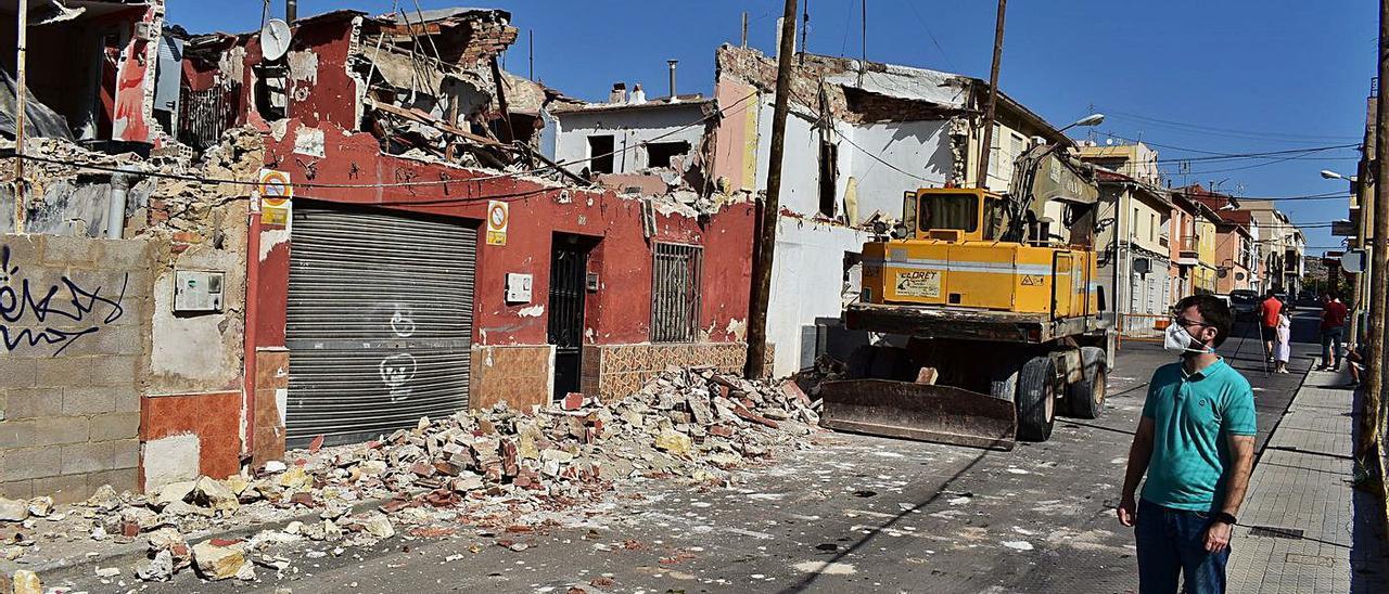 El concejal de Urbanismo, Fernando Portillo, supervisó la demolición de esta semana