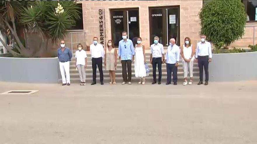 Los Reyes visitan la cooperativa Coinga en Menorca