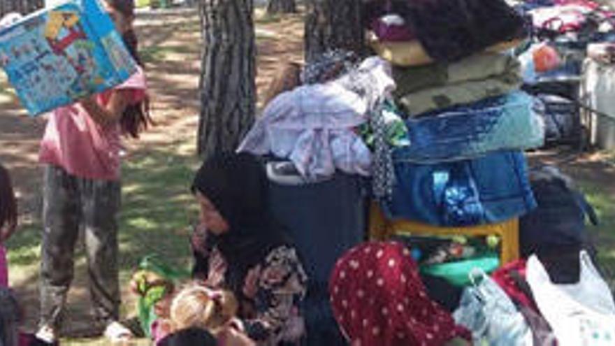 Ochenta refugiados sirios acampan en un parque de Madrid