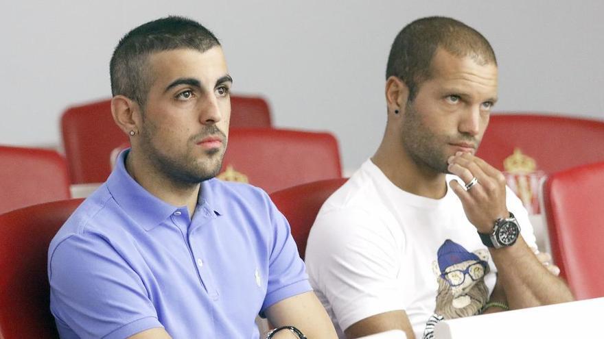 Carlos Castro y Lora, los futbolistas que acompañaron a Cuéllar en su despedida