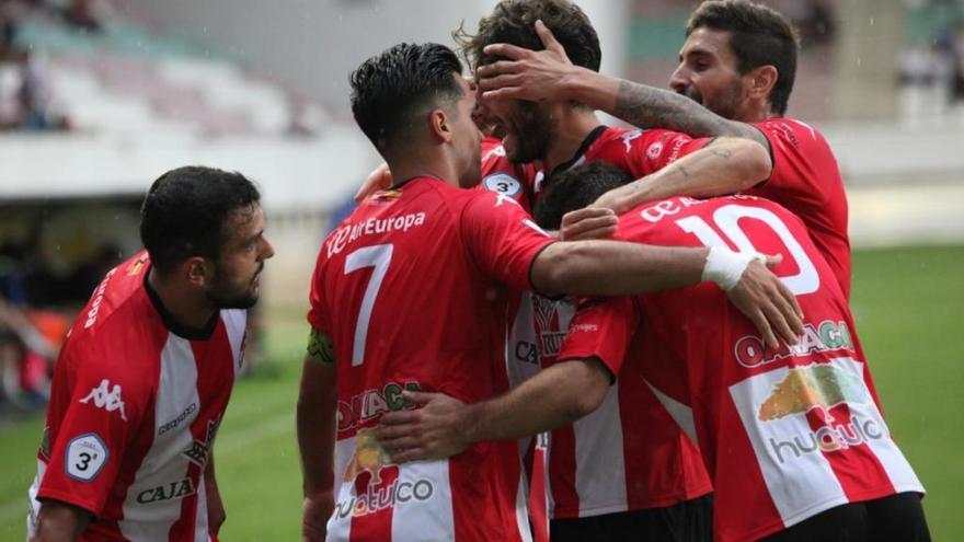 Los jugadores del Zamora CF celebran uno de los tantos conseguidos en el triunfo ante la Gimnástica Segoviana