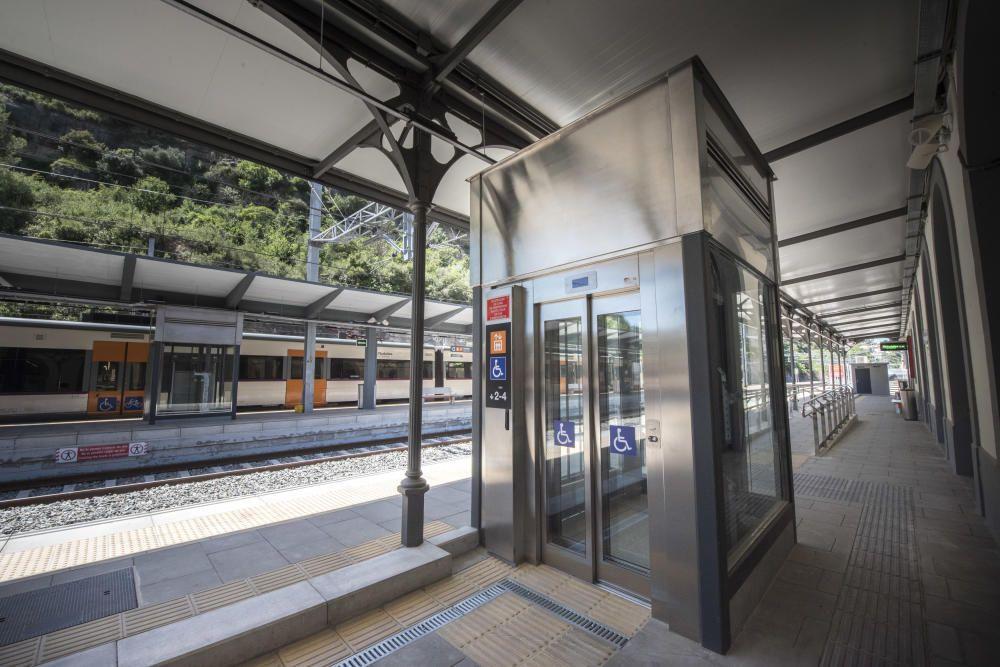 Els usuaris de Renfe estrenen l''estació remodelada