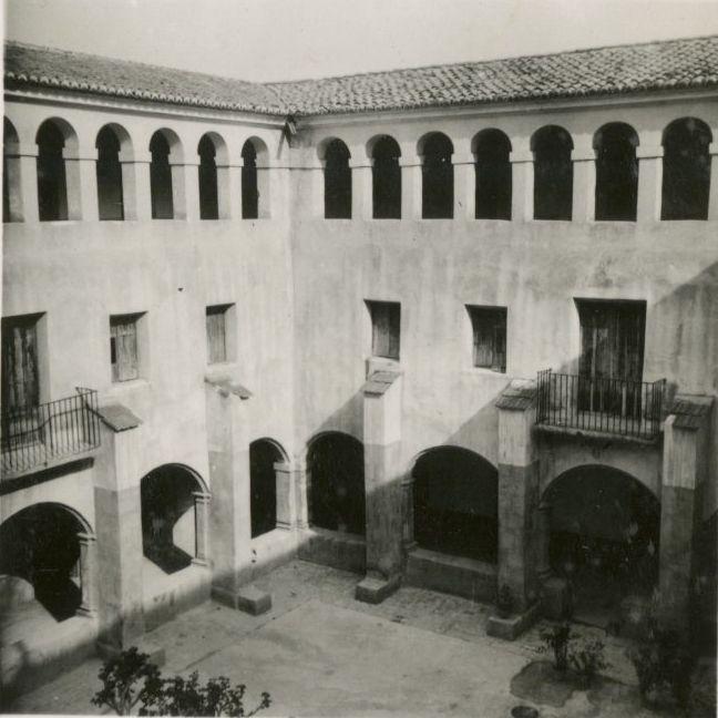 Claustro del monasterio en 1940.