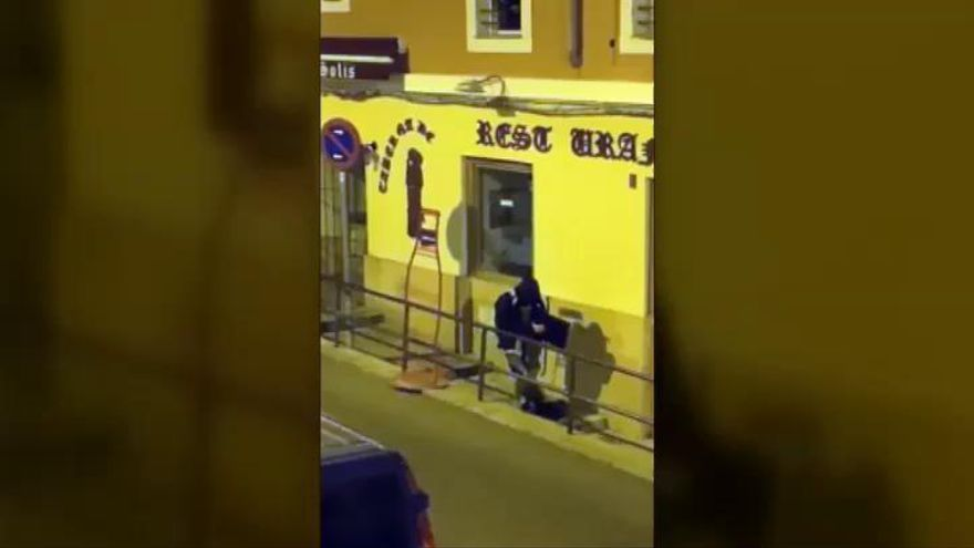 Roba en un bar de Madrid y pierde el botín por el camino