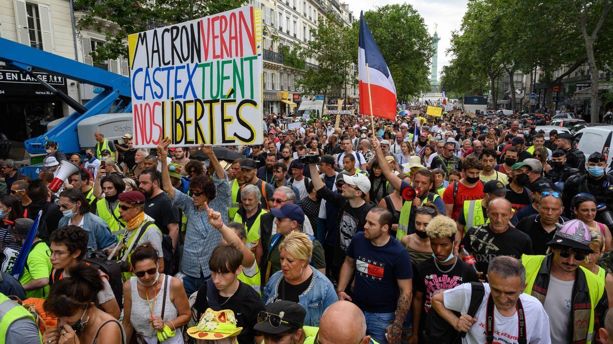 Manifestants a la plaça de la Bastille, a la ciutat de París.