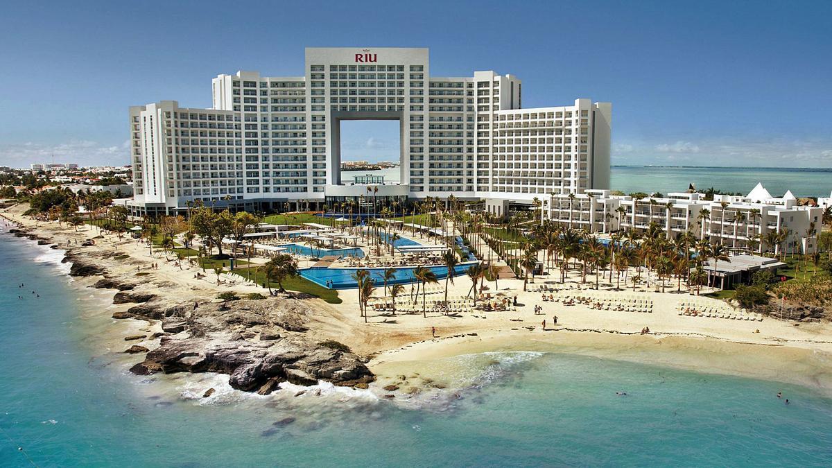 El hotel Riu Palace Península, en Cancún, es uno de los adquiridos.