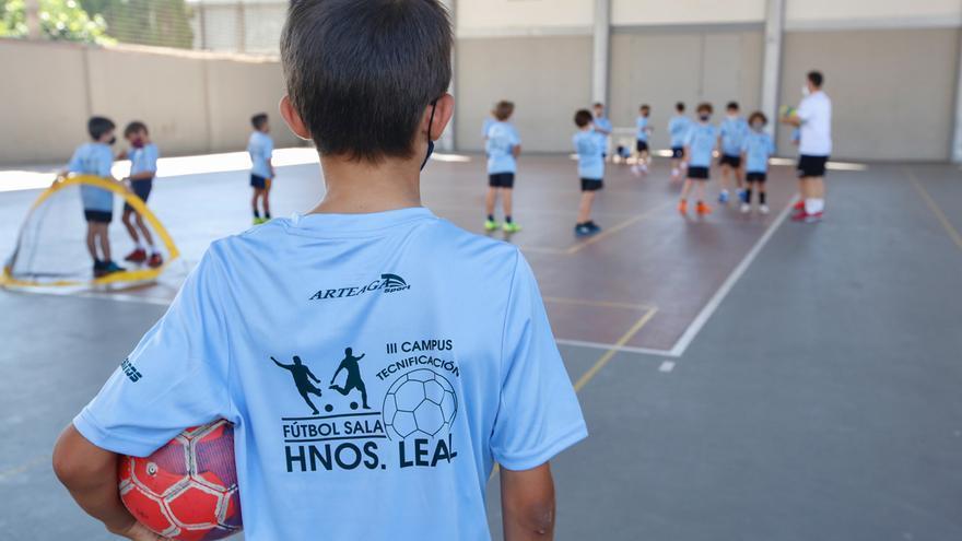Campus de Futbol Sala en Salesianos dirigido por los hermanos Leal