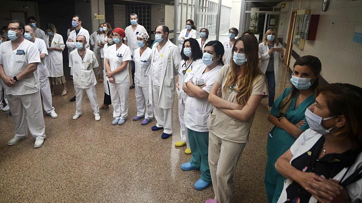 Sanitarios del hospital Morales Meseguer, durante el pasado mes de junio.