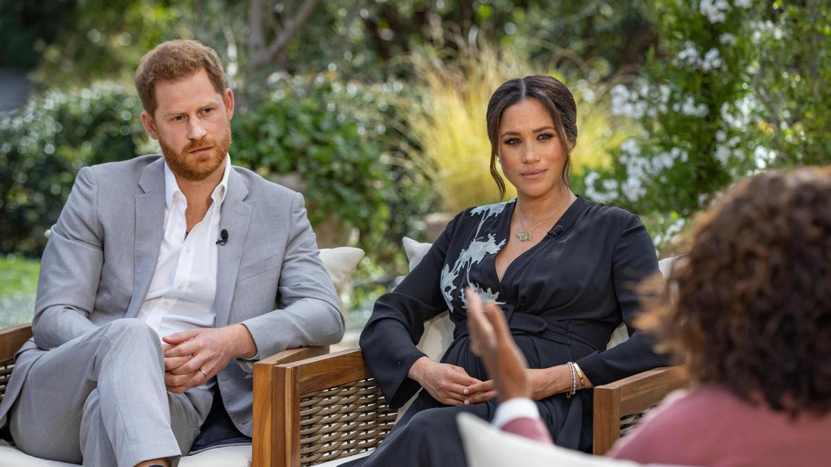 Una imagen del Príncipe Harry y Meghan Markle durante su polémica entrevista con Oprah.