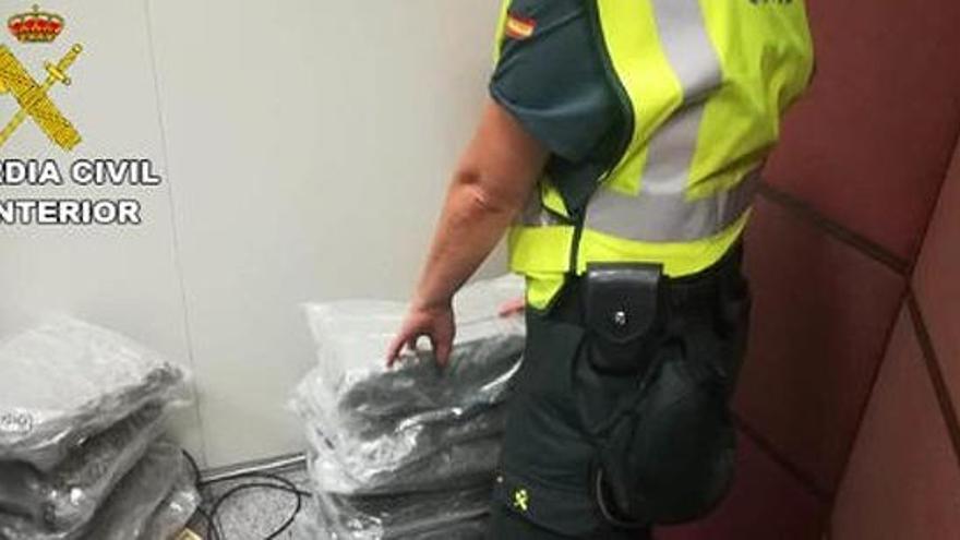 Detenido un pasajero en el aeropuerto de Alicante con 27 kilos de marihuana