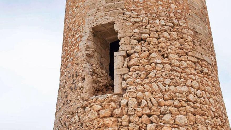 Vallan la torre dels Falcons de Porto Cristo por el desprendimiento de varias piedras