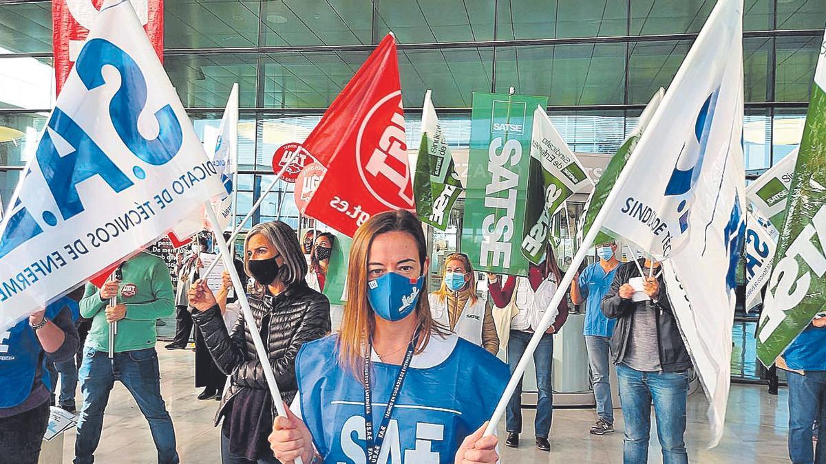 Protesta por los recortes en Son Espases.