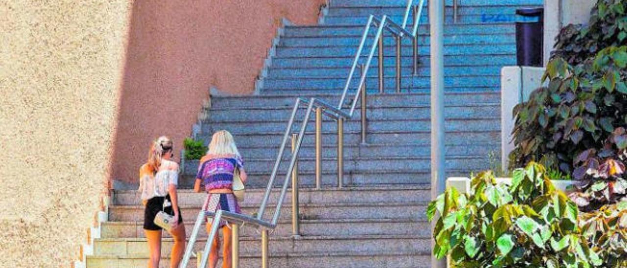 Los vecinos proponen crear escaleras mecánicas en Mesa y López y La Paterna