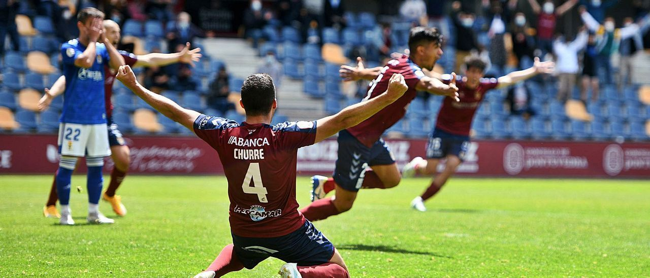 Los jugadores del Pontevedra celebrando el 2-0 contra el Oviedo B del pasado domingo. |  // GUSTAVO SANTOS